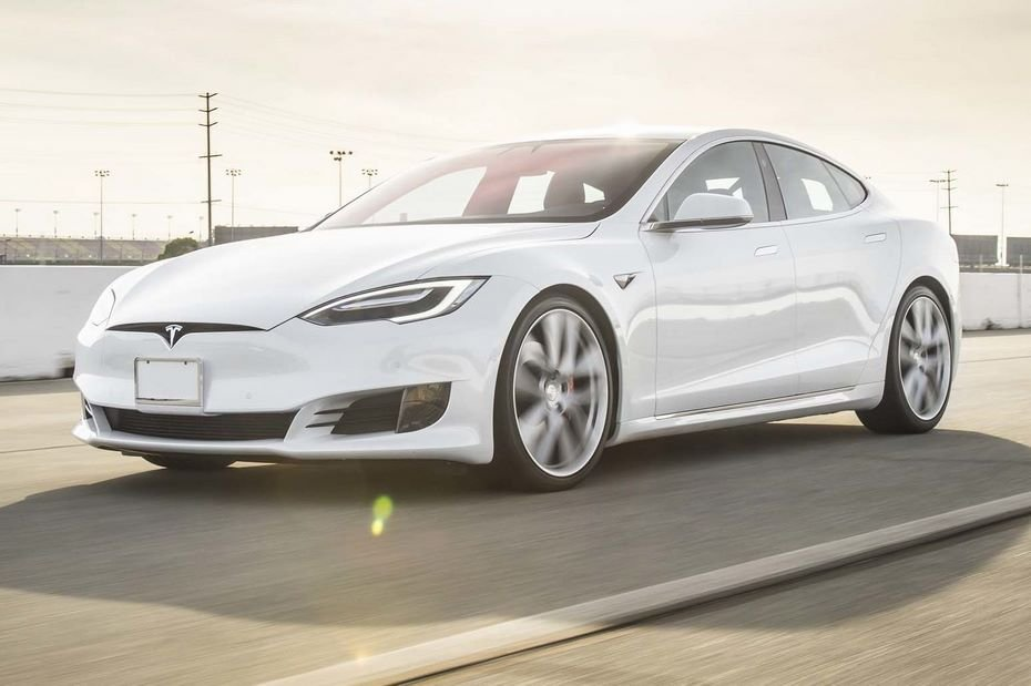 Автомобиль Tesla Model S поборол  900км наодном заряде батареи
