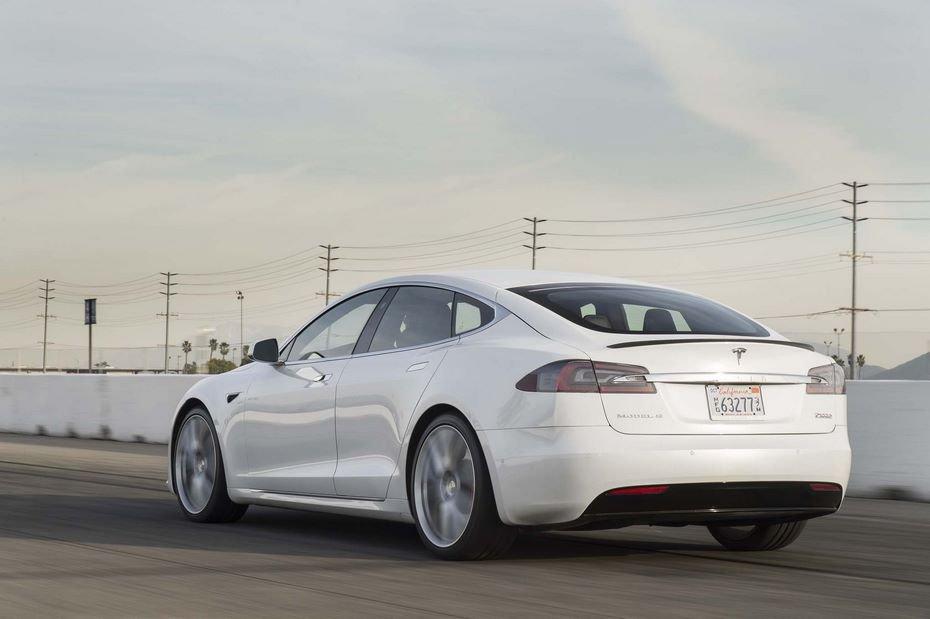 Tesla Model Sсмогла проехала рекордные 900 километров без подзарядки