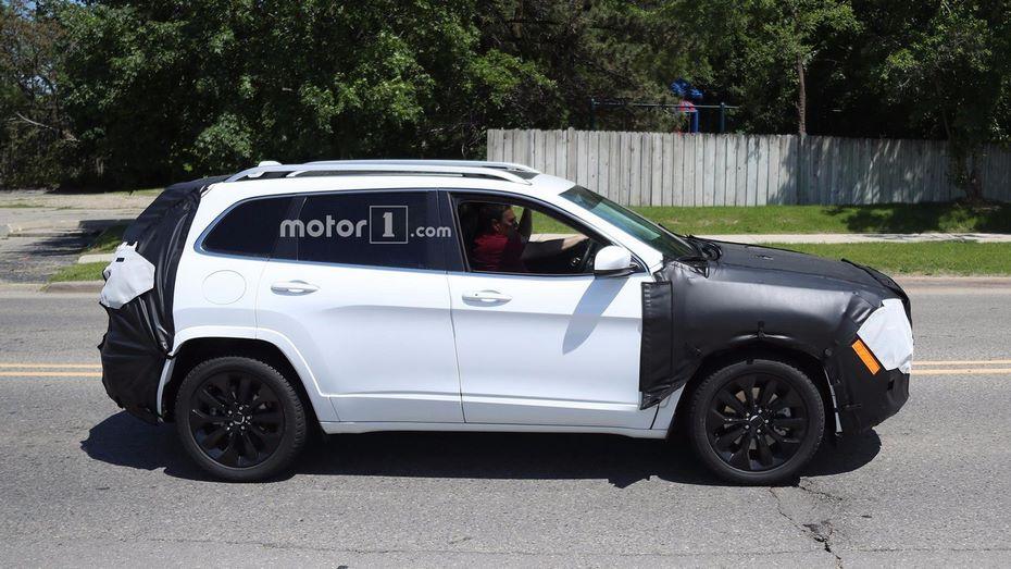 Фотографы запечатлели прототип Jeep Cherokee ссерийной оптикой
