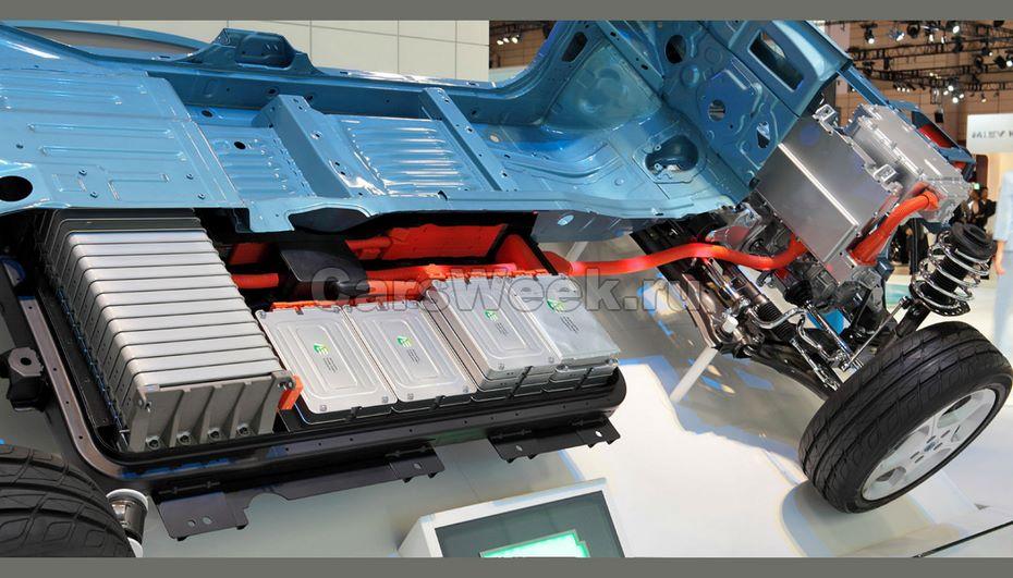 Аккумуляторы вэлектромобилях составят половину стоимости машины