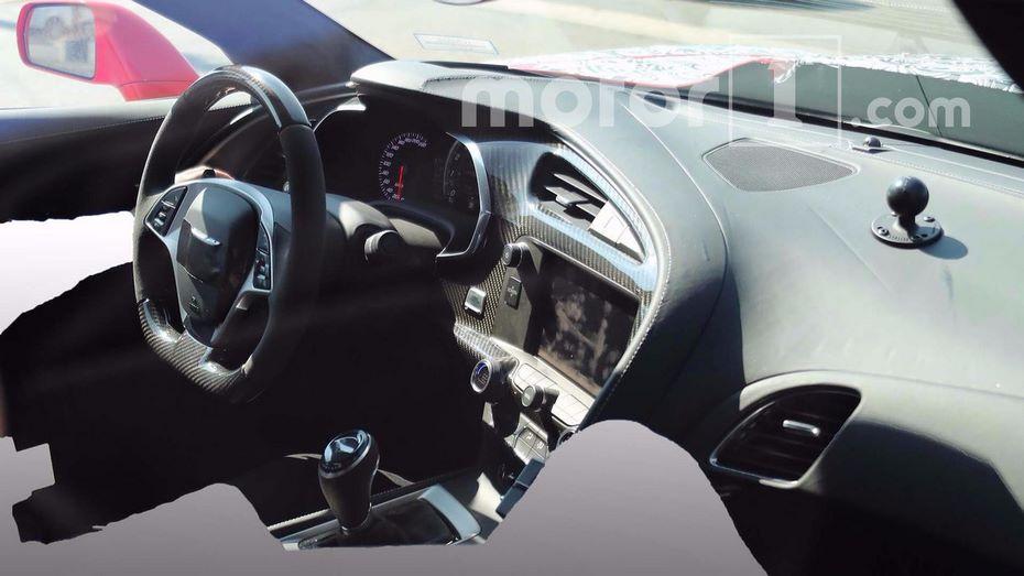 Всети интернет появились шпионские кадры салона Шевроле Corvette ZR1
