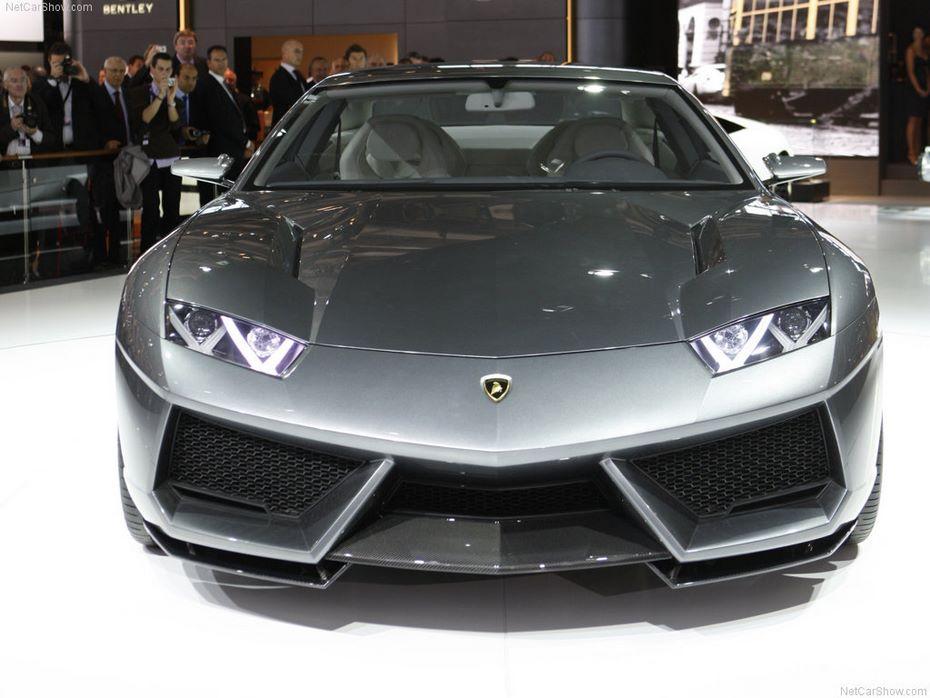 После кроссовера Urus Lamborghini выпустит четырехдверку