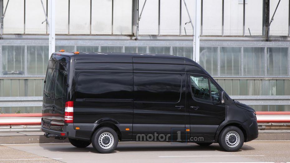 Benz обнародовал первое изображение Sprinter обновленного поколения