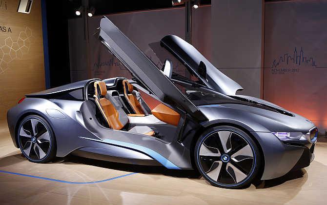 БМВ планирует реализовать 100 000 гибридов иэлектромобилей в будущем году