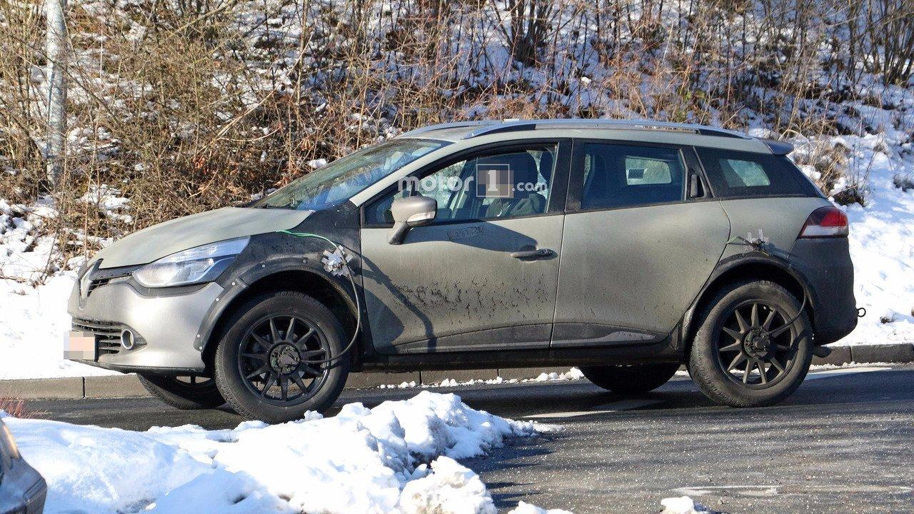 Новенький Renault Captur обкатывают «вкузове» универсала Renault Clio