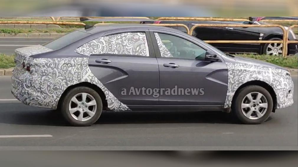 Появились первые фото Lada Vesta 2022 в новом цвете кузова