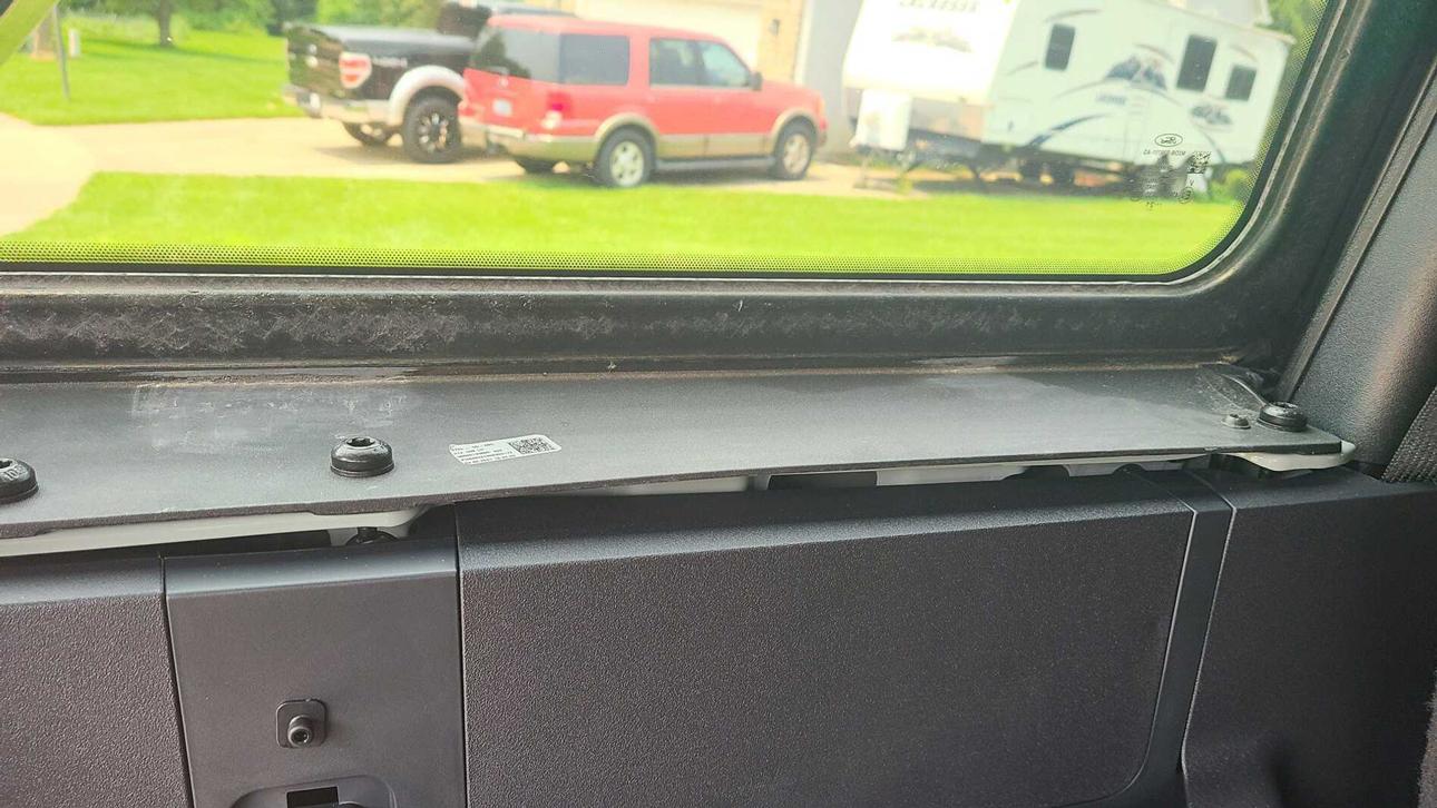 Владельцы Ford Bronco жалуются на плохое качество крыши внедорожника