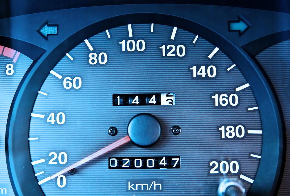 Названы четыре способа определить реальный пробег автомобиля перед покупкой