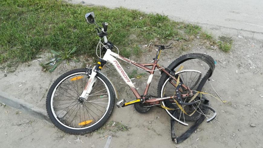 В Новосибирске байкер наехал на велосипедиста