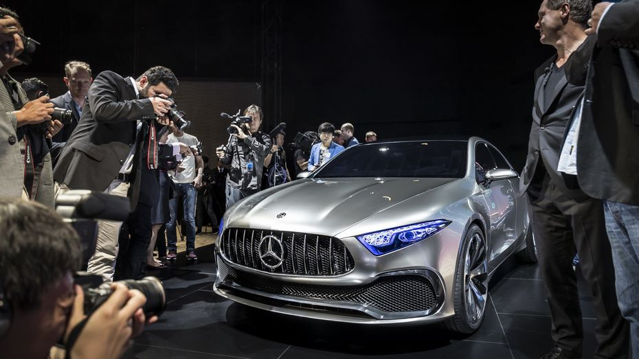 Benz тестирует новый A-Class натрассе Нюрбургринг
