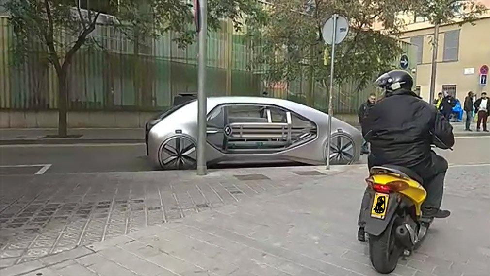 Рено тестирует «автомобиль будущего» на трассах Барселоны