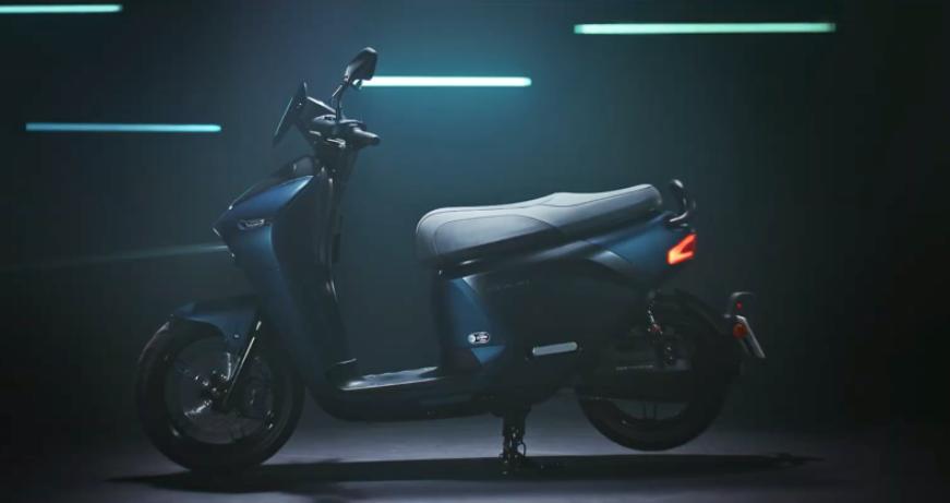 Yamaha представила скутер со съемным аккумулятором