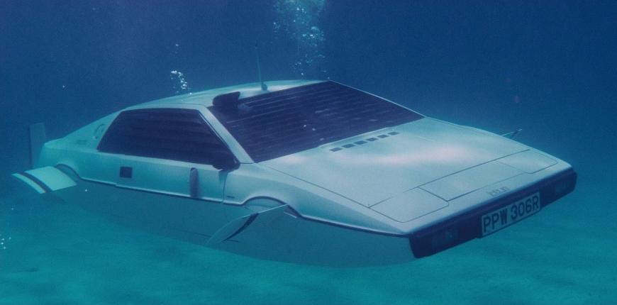 Tesla создаст автомобиль-субмарину из фильма о Бонде