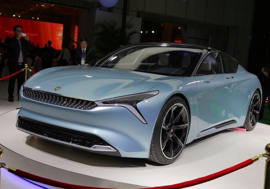 Новый китайский бренд представил собственный электрокар с запасом хода в 700