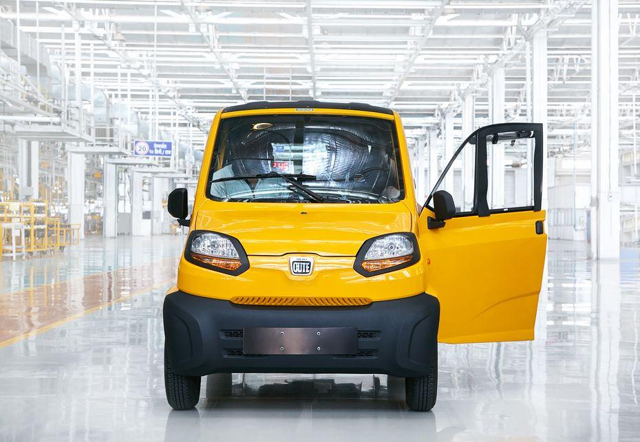 Самый дешевый автомобиль в мире Bajaj Qute получит стекла в российской версии