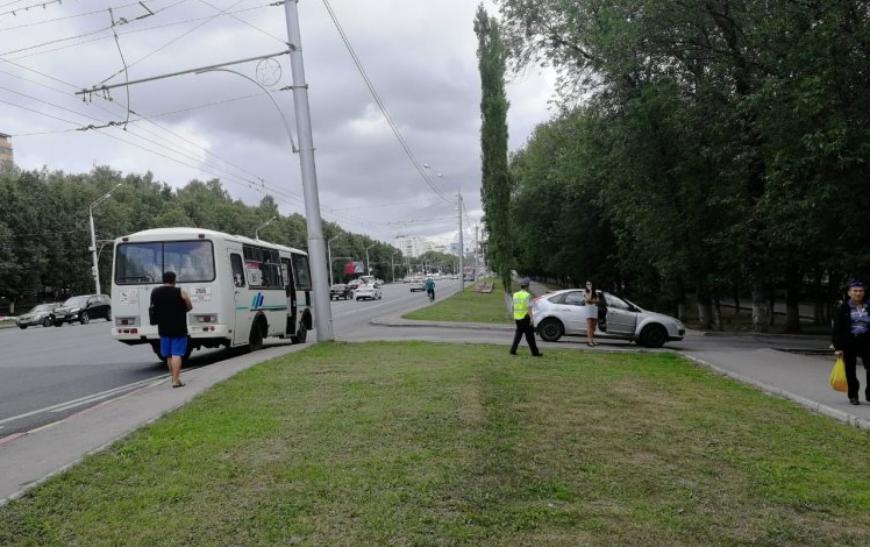 В Уфе пассажирский ПАЗ столкнулся с иномаркой