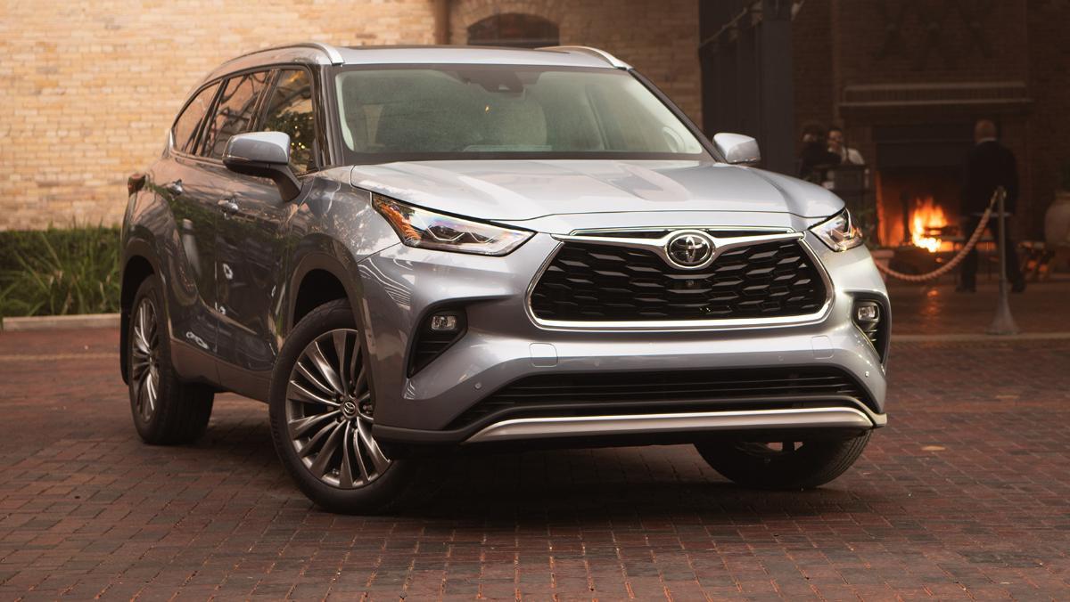Компания Toyota изменила цены на три модели в РФ в мае 2021 года