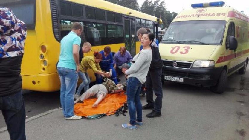 ВКрасноярском крае автобус протащил засобой выпавшую находу пенсионерку