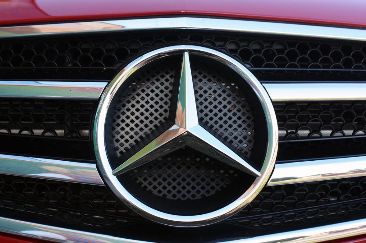 Новые Mercedes-Benz в России отправят на ремонт