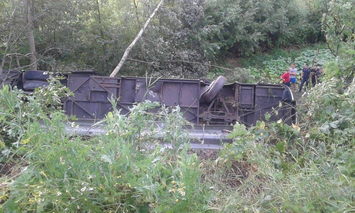 Натрассе Селихино-Николаевск перевернулся пассажирский автобус
