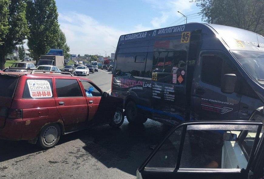 В Саратове в аварии с тремя машинами пострадали три человека
