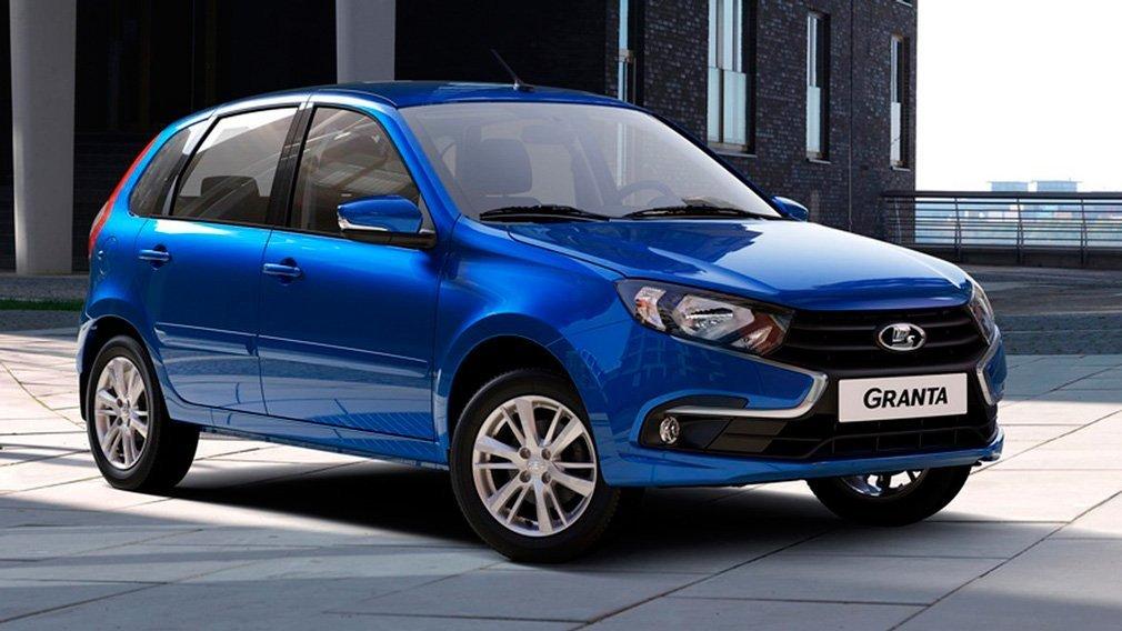 В апреле АвтоВАЗ продал россиянам в 4 раза больше легковушек Lada