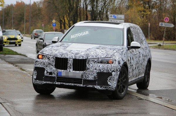 Впервый раз фотографы запечатлели вседорожный автомобиль БМВ X7