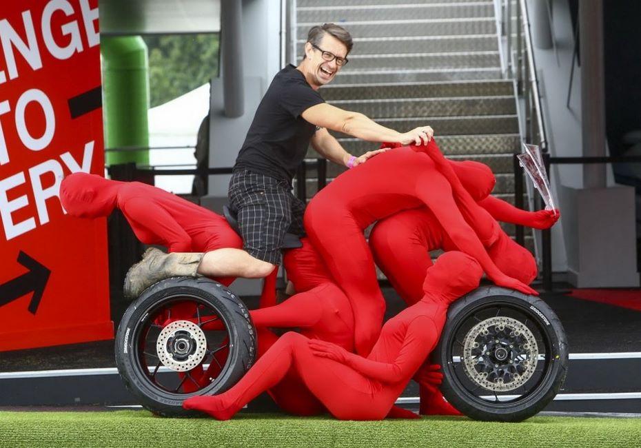 Компания Хонда создала автомобиль испортбайк излюдей