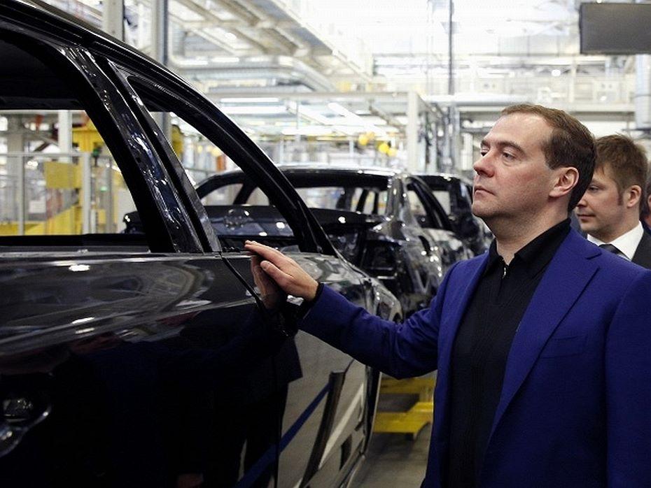 Автодилеры обратились кМедведеву спросьбой увеличить объем господдержки