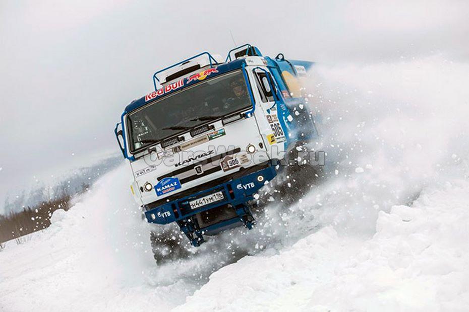 Летающая громадина: грузовой автомобиль  «КАМАЗ-мастер» совершил нереальный  прыжок