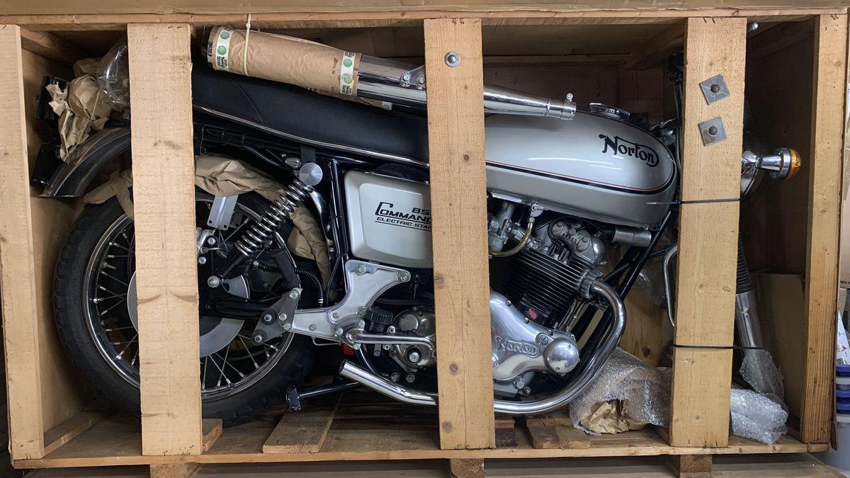 В продаже появится мотоцикл 1977 года, который даже не распаковывали