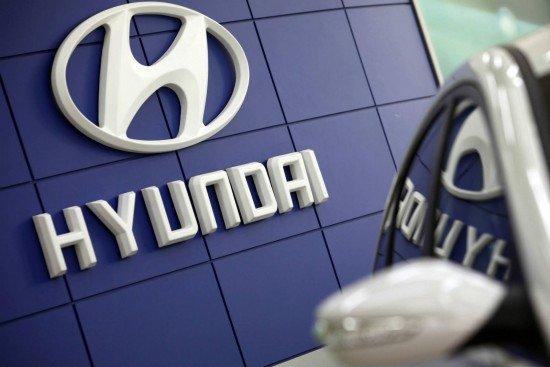 Уже совсем скоро у российских дилеров Hyundai появятся новые версии Elantra и Grand Santa Fe