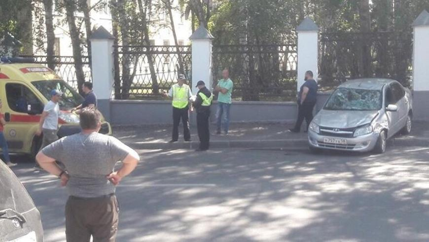 В Пензе при столкновении двух легковушек пострадали девушка и ребенок