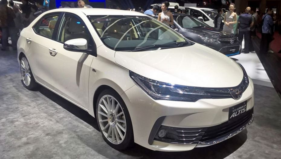 Toyota представила спецверсию популярного седана Corolla в рамках Индонезийского автомобильного шоу