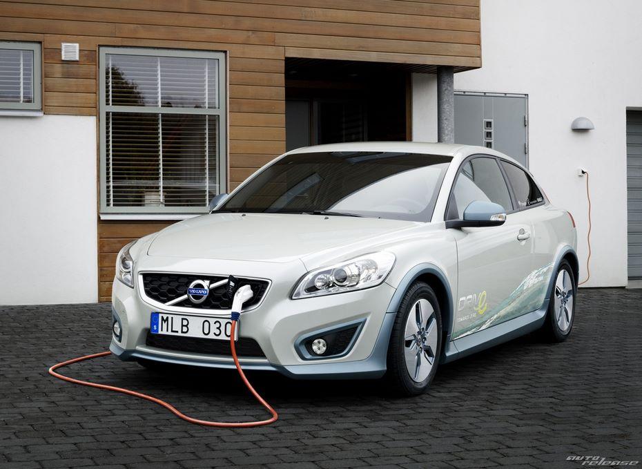 Вольво будет оснащать свои электромобили 2-мя вариантами батарей
