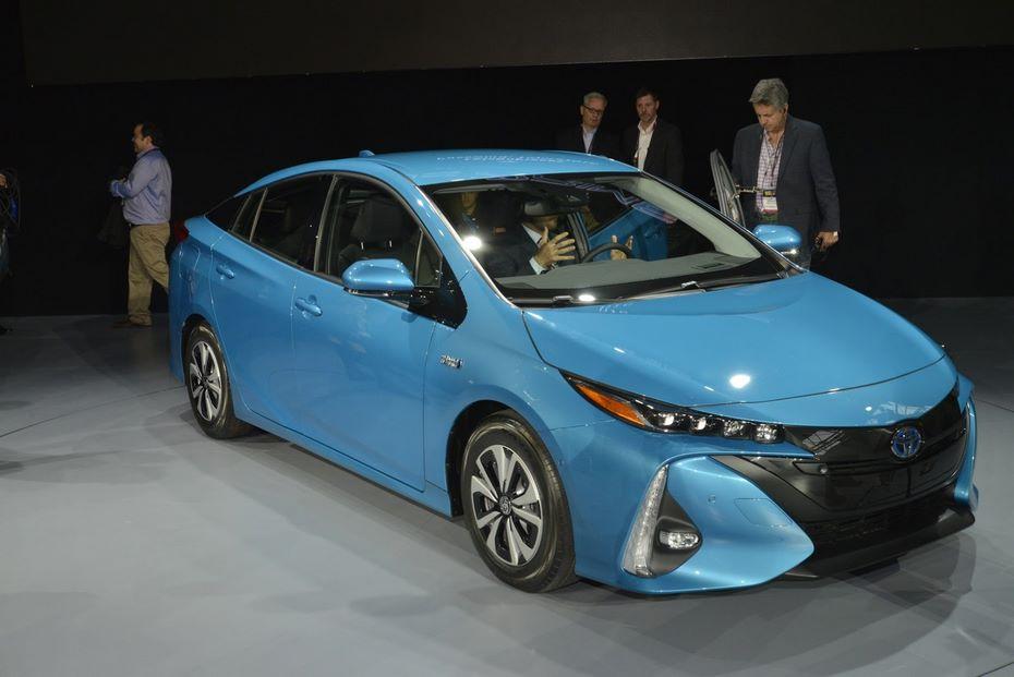 Базовая модификация Тойота Prius 2018 получит ценник в $26 тыс.