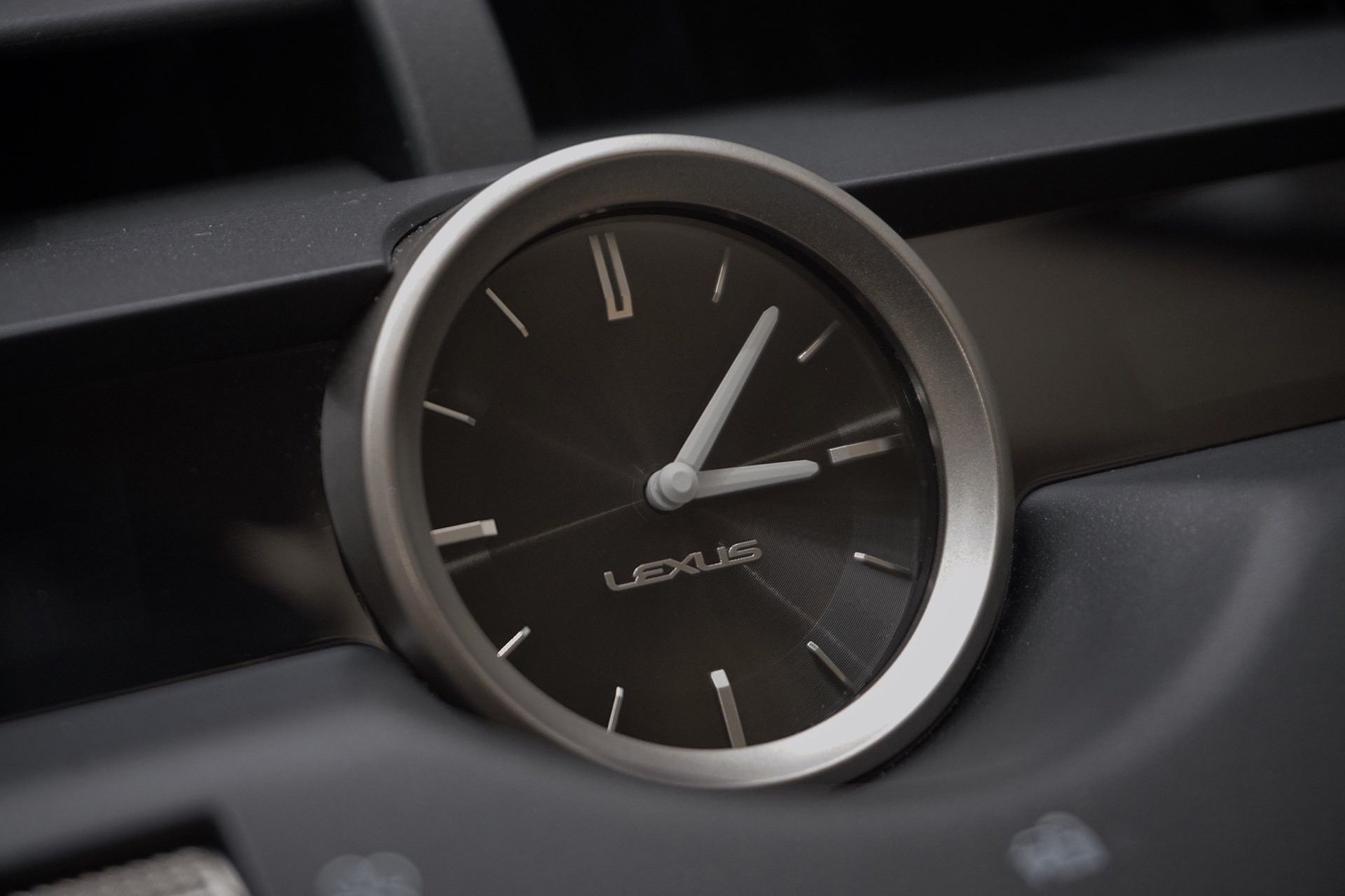 Угольник: тест Lexus NX 300 AWD