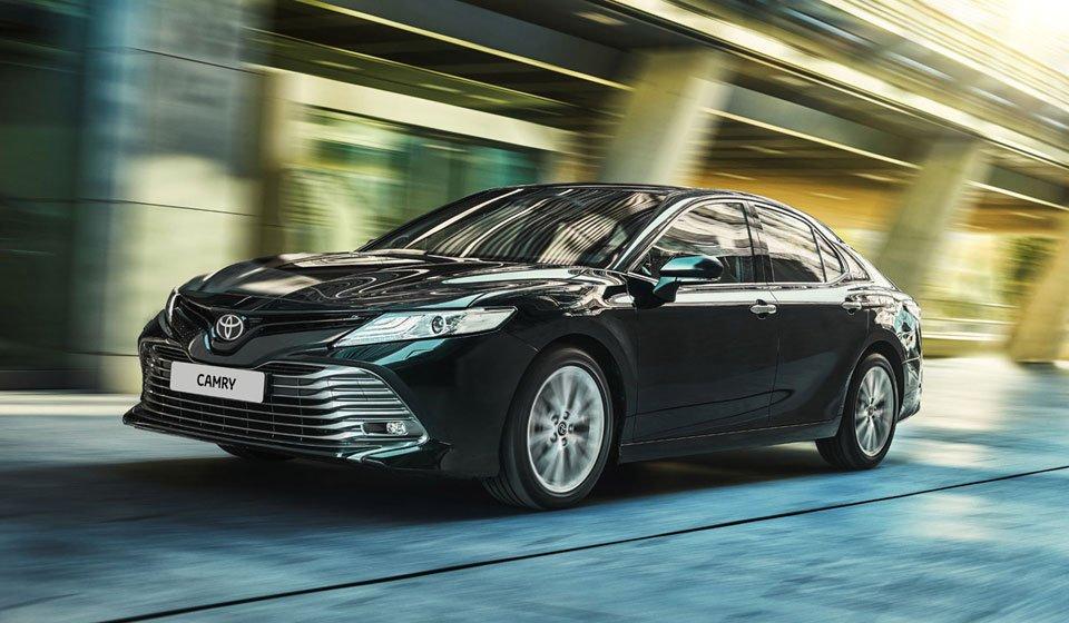 За два года Toyota Camry подорожала в России на 244 000 рублей