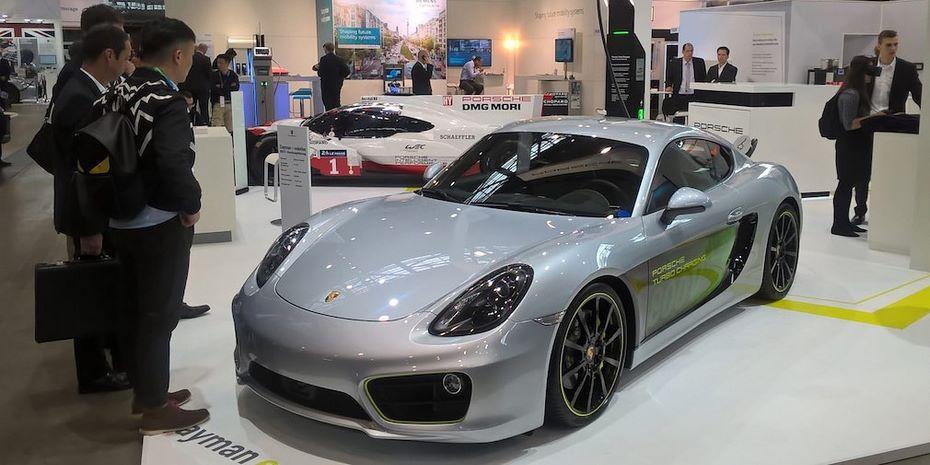 Порше презентовала электрический концептуальный автомобиль Cayman e-volution