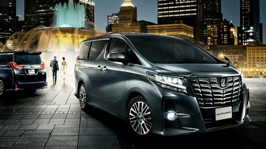 В России началась реализация обновленного минивэна Toyota Alphard