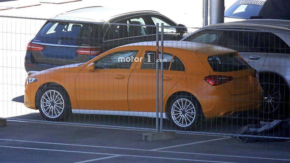 Новый Mercedes A-Class показался нашпионских снимках class=