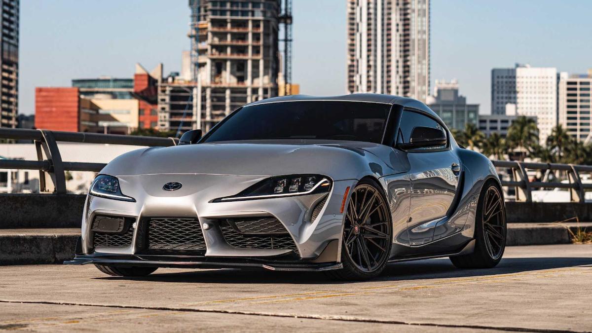 Смотрите на скоростной пробег Toyota Supra по автобану
