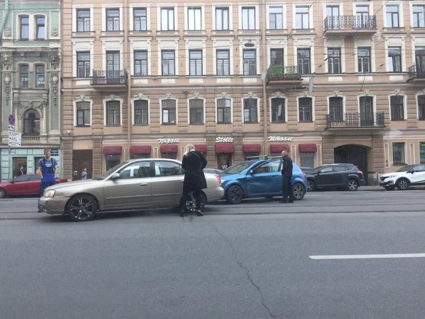 В Петербурге дорожные аварии блокировали трамвайное движение