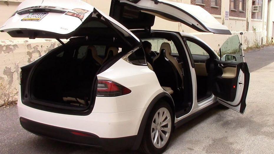 Benz несмог качественно разобрать исобрать Tesla Model X class=