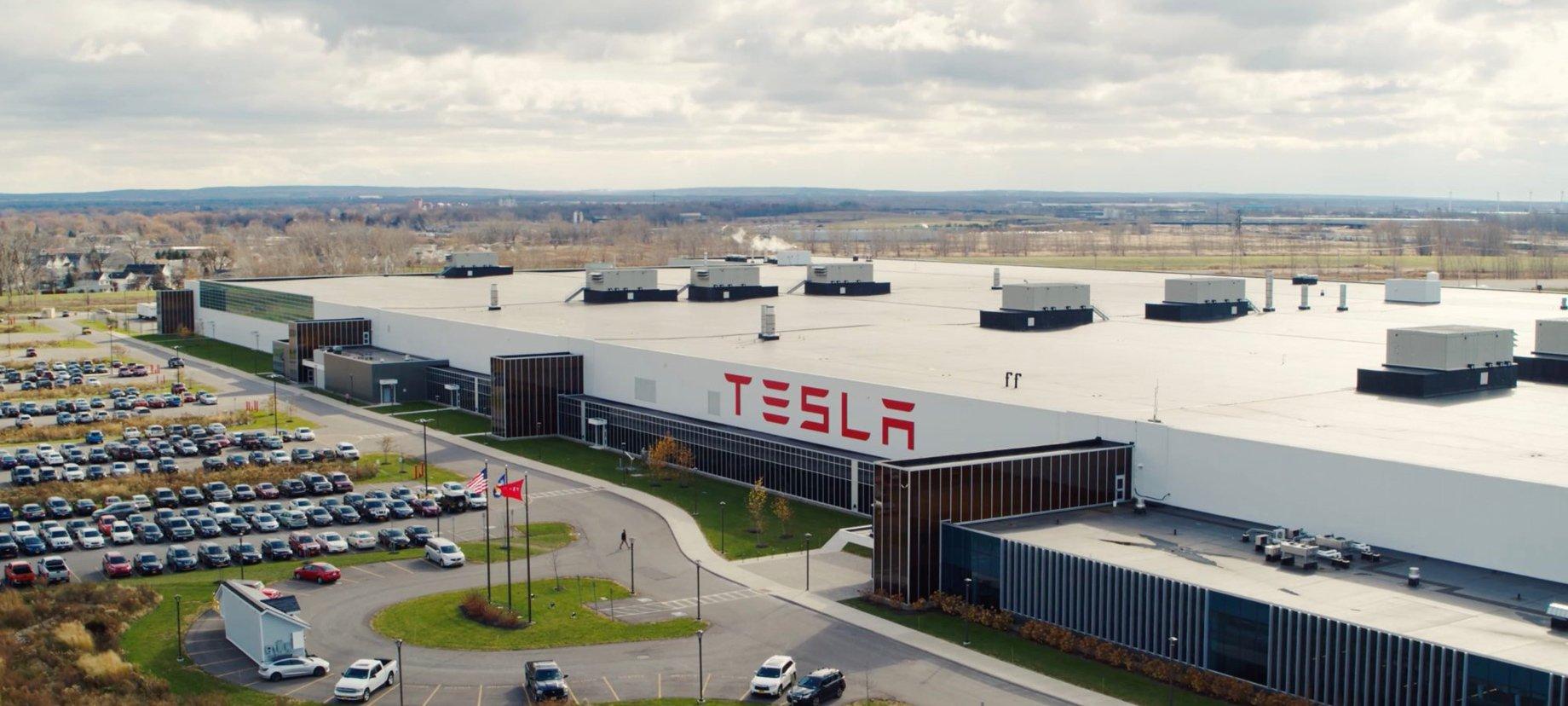 Tesla запустила бесконтактную доставку электрокаров