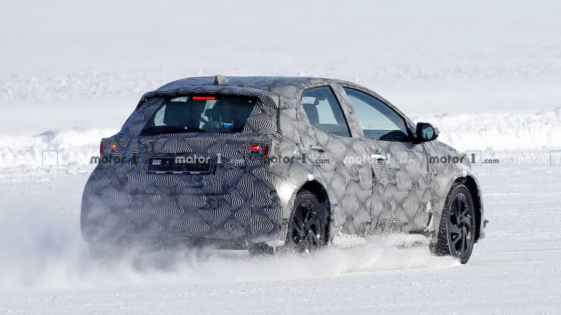 Toyota приступила к тестам нового субкомпактного кроссовера на базе Yaris