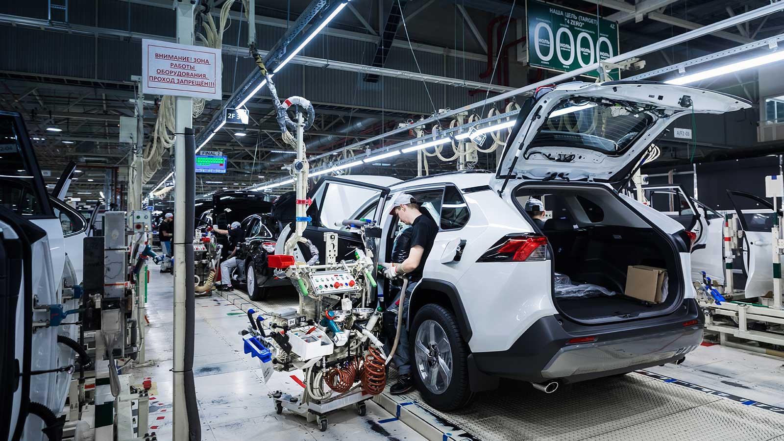 Toyota приостанавливает на неделю производство авто в РФ