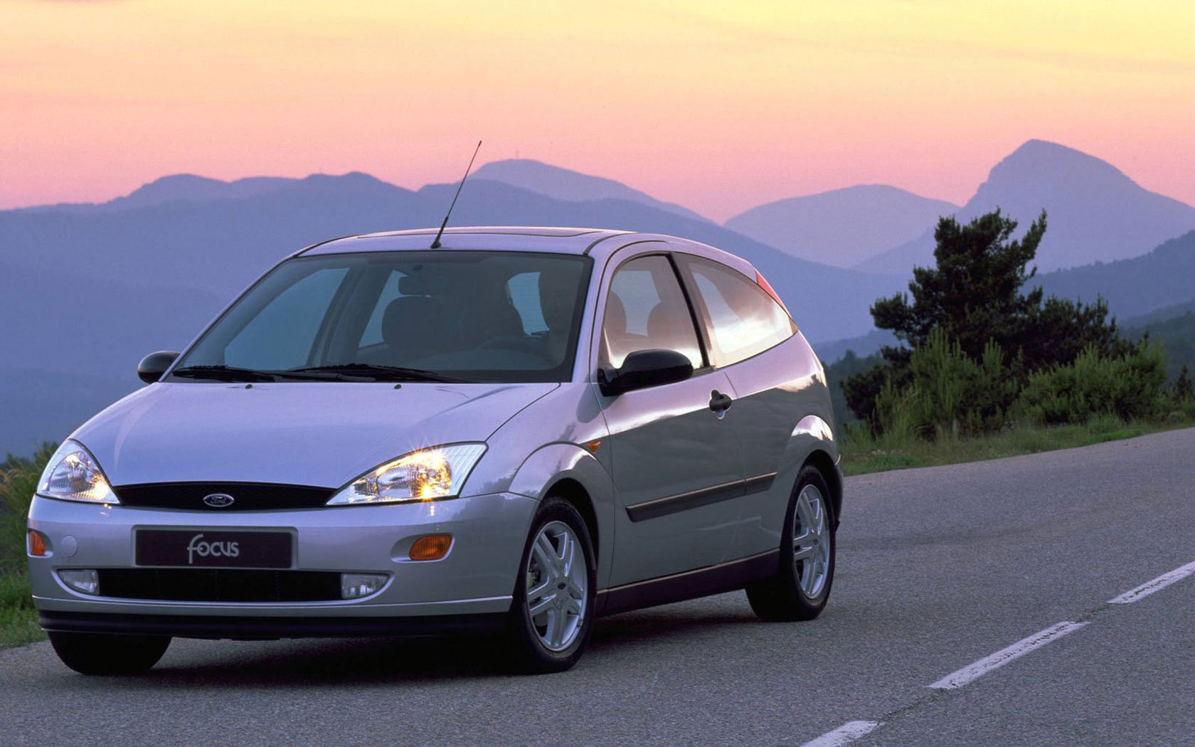 Рынок подержанных автомобилей в России сократился на 49%