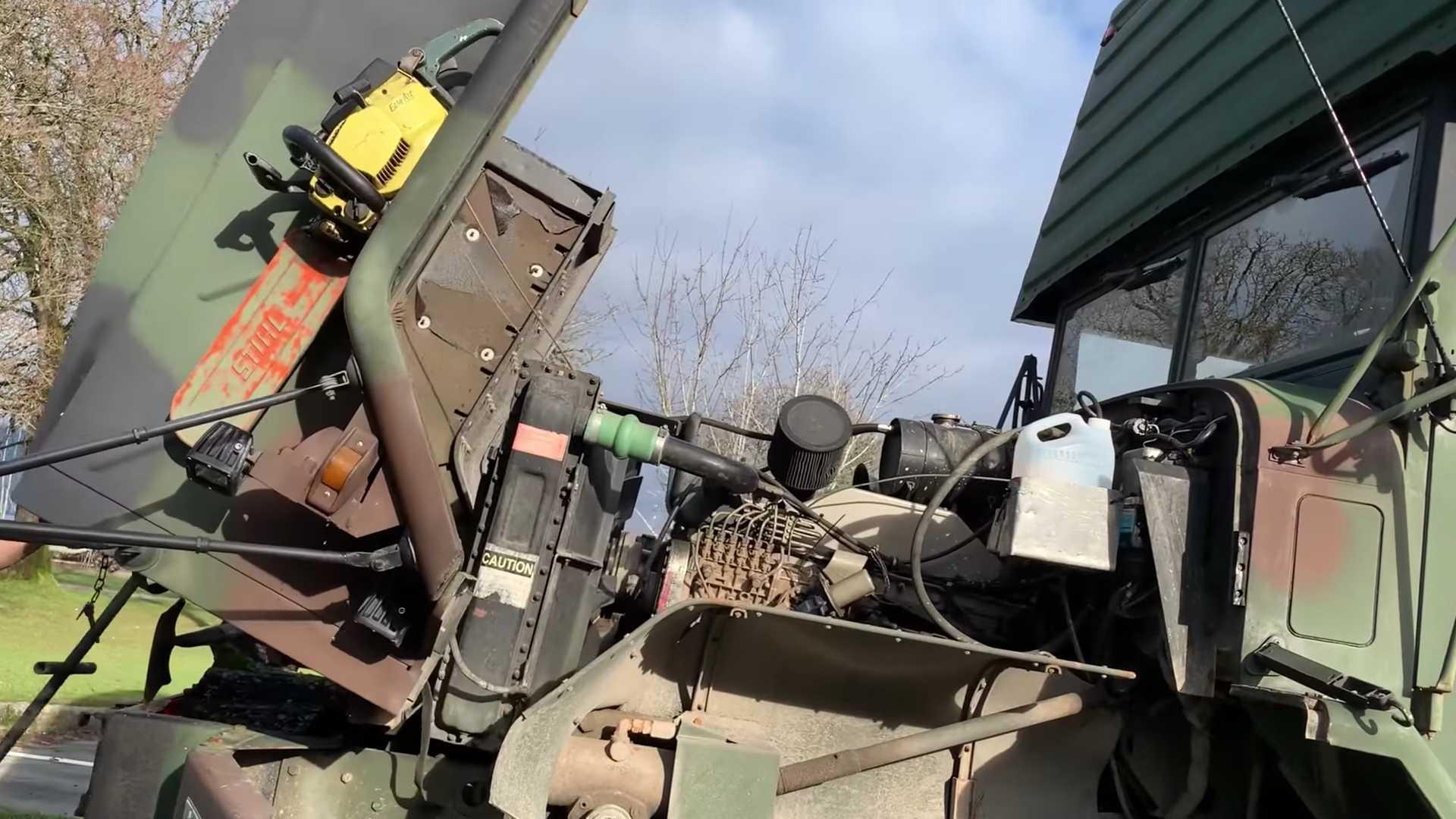 Военный грузовик превратили в настоящий дом на колесах