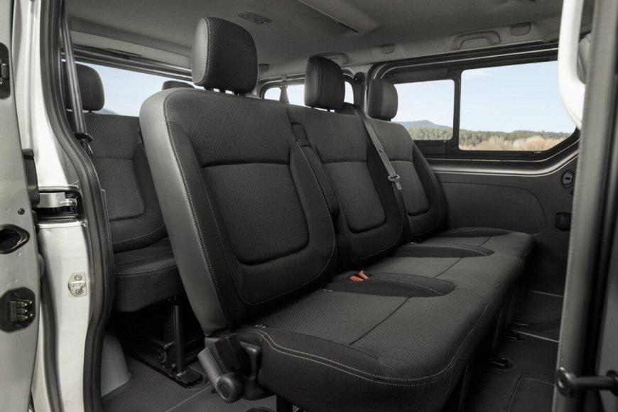 Поступил в продажу обновленный 9-местный минивэн Nissan NV300 Combi